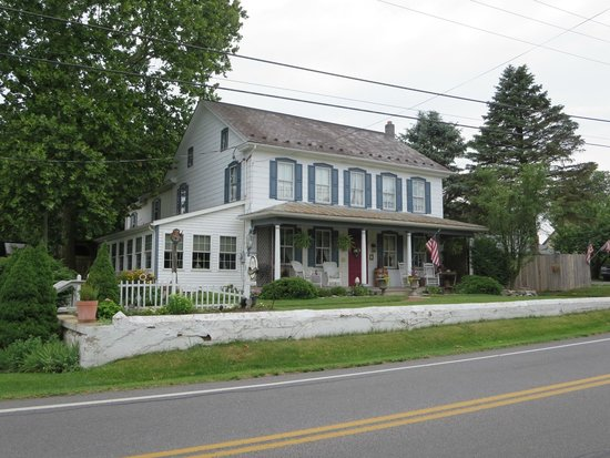 1825 Inn Bed and Breakfast: Front of B&B