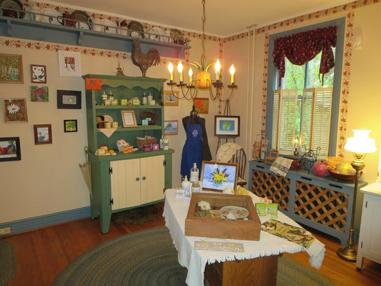 1825 Inn Bed and Breakfast : Common Area