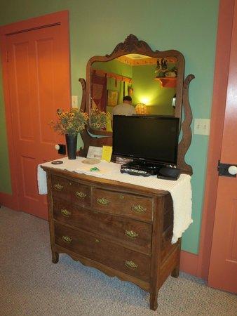 1825 Inn Bed and Breakfast : Bureau (Mallard Room)