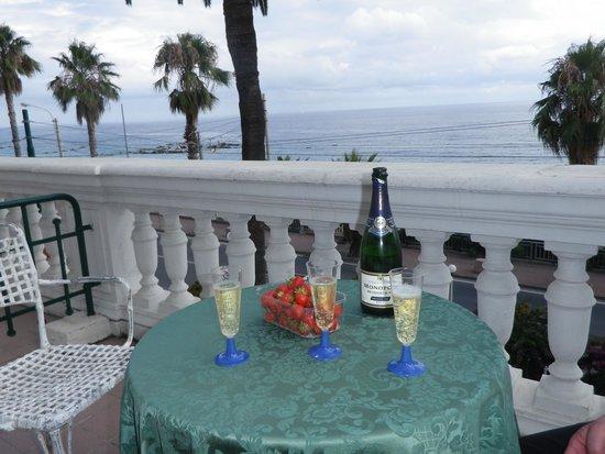 Hotel Villa La Brise: terrasse chambre 44. petit plaisir perso