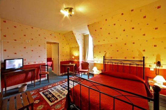 Hotel Restaurant La Charmille : Chambre familiale