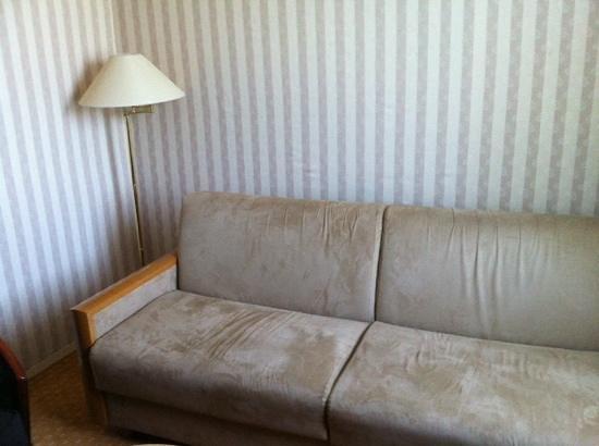Mercure Rouen Champ de Mars Hotel: super canapé et son papier peint