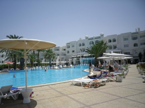 El Mouradi Skanes: pool