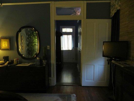 """Five Continents Inn: Accès à la salle de bain suite """"ASIE"""""""