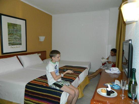Sol Katmandu Park & Resort: стандартный номер с дополнительной кроватью для ребенка