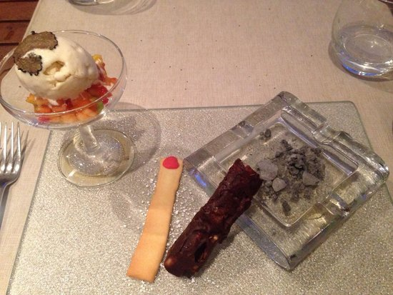 La Table de Stéphane : Cigare au chocolat, meringue, julienne fruits et glace