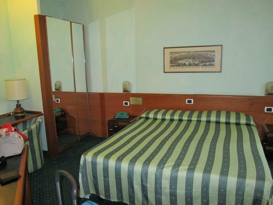 Flora Hotel: Habitación
