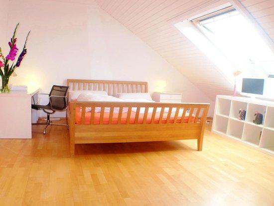 Villa Orchard: Sun flooded Double Room