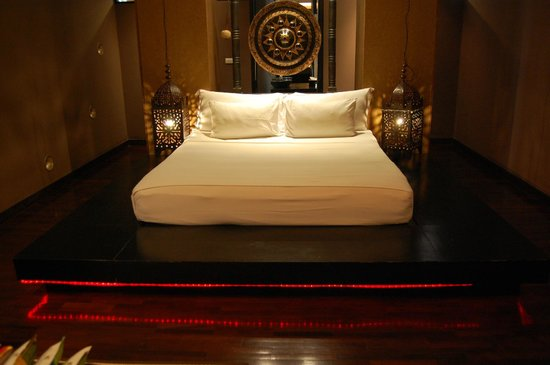 Mantra Samui Resort: This bed can almost make you feel like royalty!