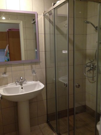 Zante Star: New shower doors and mirros