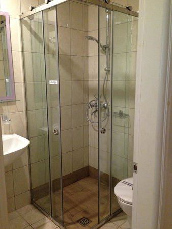 Zante Star: New shower doors