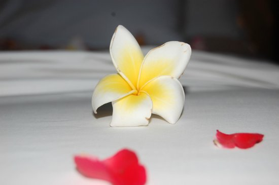 Mantra Samui Resort : Flowers on the bed <3