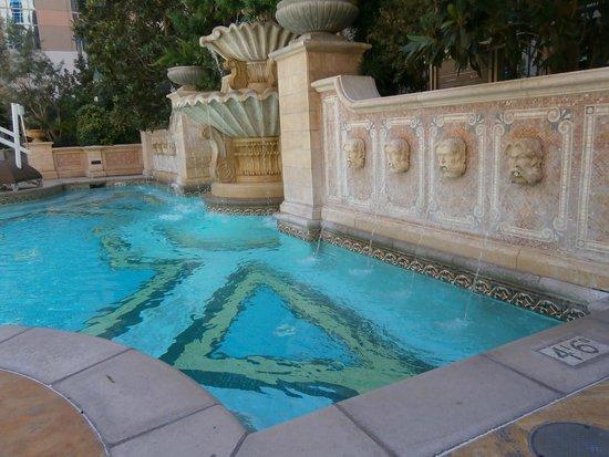 Venetian Resort Hotel Casino: Courtyard pool