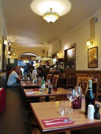Il Nobile: La salle et le bar