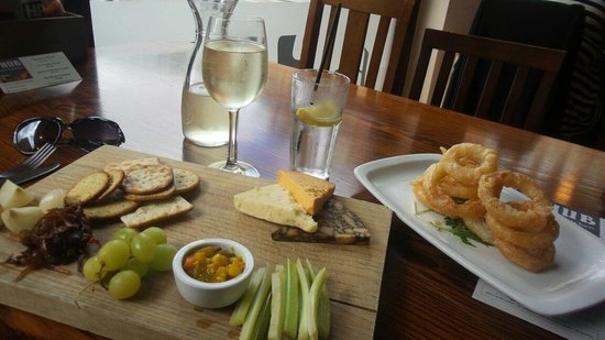 The Hub Alehouse and Kitchen : Pseudo Ploughman's lunch