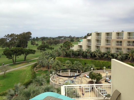 Hilton La Jolla Torrey Pines : View from our balcony.  4th floor room.