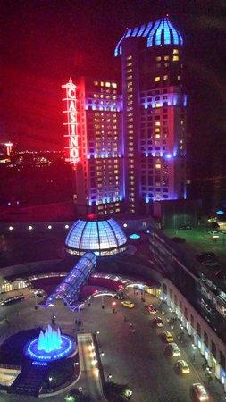 Hilton Niagara Falls/Fallsview Hotel & Suites: The nighttime view