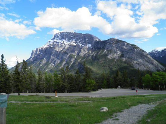 Tunnel Mountain Drive: View from the road
