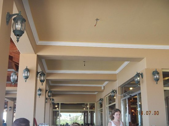 Lindos Imperial Resort & Spa: missing lamps with loose cables in the restaurant