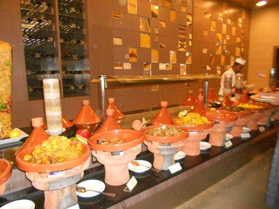 Pullman Marrakech Palmeraie Resort and Spa : buffet marocain