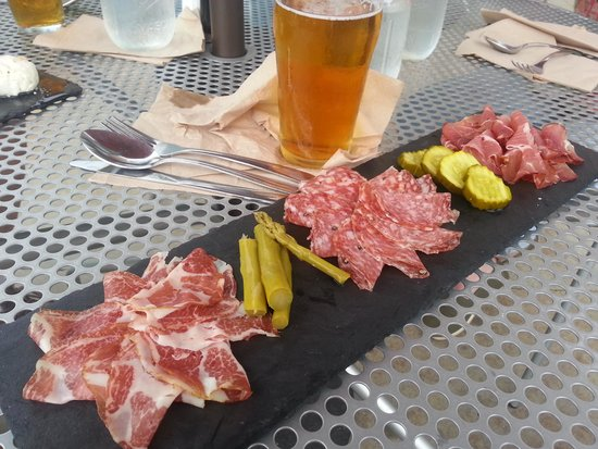 Prairie Berry Winery: Charcuterie plate