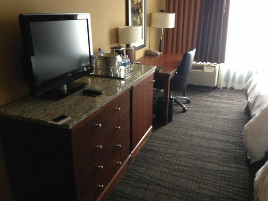 Hilton Knoxville : room