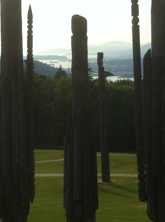 Horizons Restaurant: Totems and View