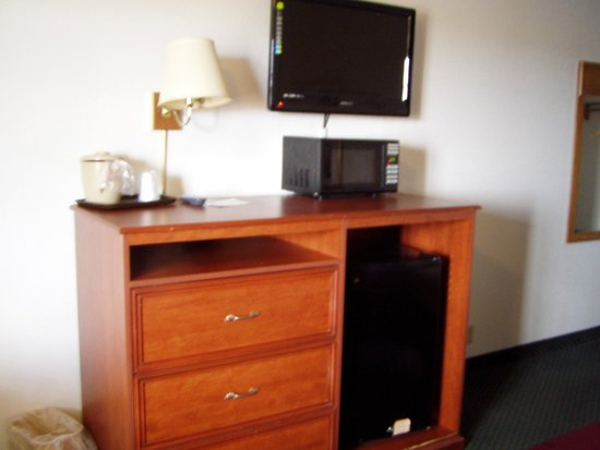 National 9 Inn - Mt Nebo: Room with flat screen tv, small microwave & refigerator