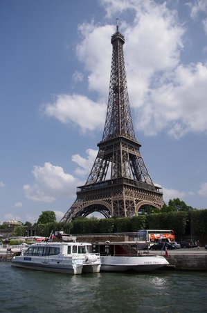 Golden Tours : Eiffel Tower from the river tour