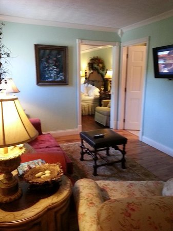 The Village Inns of Blowing Rock: Hillwinds Inn: living room