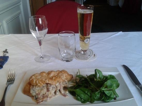 Restaurant La Petite Verrerie: masa de croissant relleno