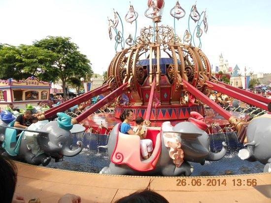 Hong Kong Disneyland: Flying Dumbo