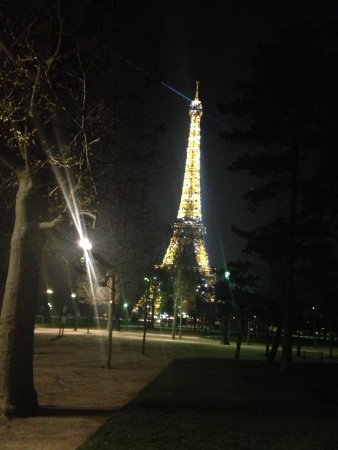 Hotel Relais Bosquet Paris: Eiffel Tower at night