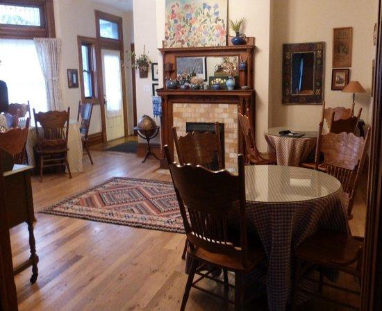 Levi Deal Mansion Bed & Breakfast: Breakfast Room