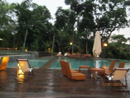 Loi Suites Iguazu: Pileta desde TIKI BAR