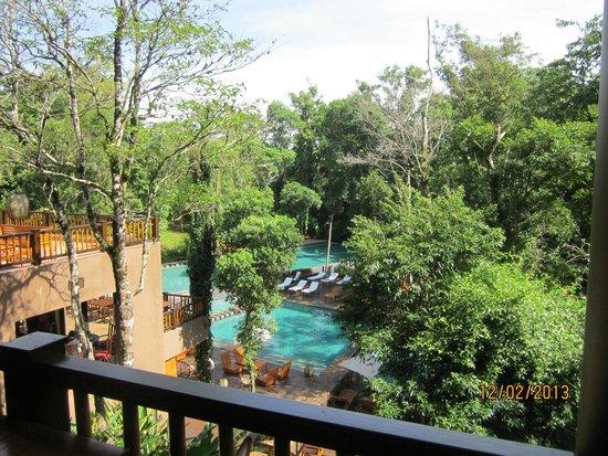 Loi Suites Iguazu: Vista desde puente colgante de acceso a habitaciones