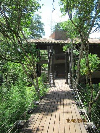 Loi Suites Iguazu: Puente colgante, acceso a las habitaciones