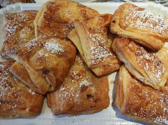 Bar Pace: Sfogliatine calde alla crema