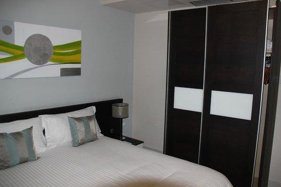 Argento Hotel: placard et lit