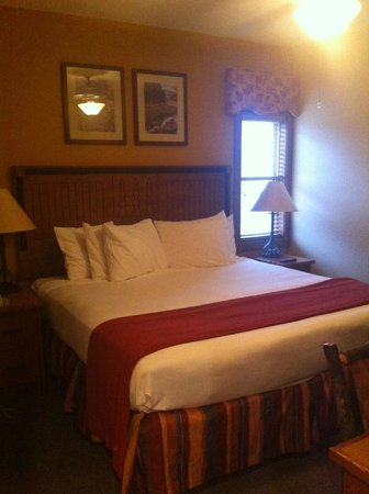 westgate smoky mountain resort spa master bedroom king bed tiny 2x3