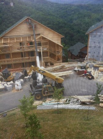 Westgate Smoky Mountain Resort & Spa: Construction outside building 3000. Four new cabins going up.