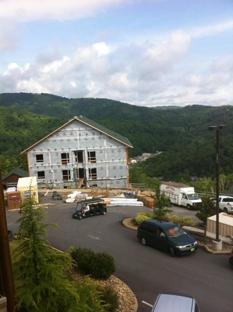 Westgate Smoky Mountain Resort & Spa: Construction outside building 3000