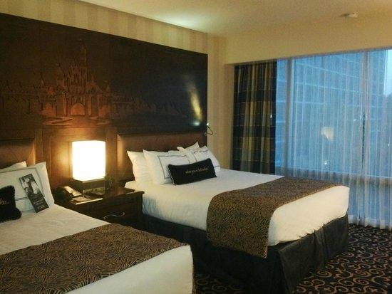 Disneyland Hotel: CABEZAL EN MADERA CON EL CASTILLO
