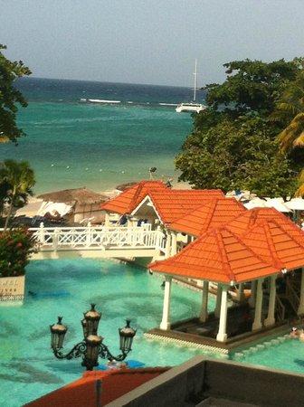 Jewel Dunn's River Beach Resort & Spa, Ocho Rios,Curio Collection by Hilton: View outside frontroom balcony Diamond room 3210