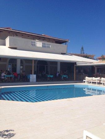 Iakinthos: Pool bar view