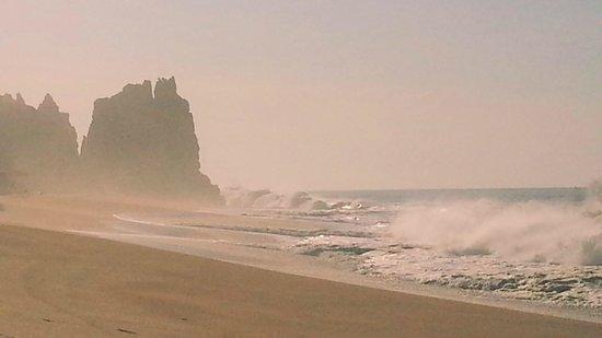 Solmar Resort: Outstanding waves crashing at sunrise