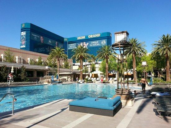 MGM Grand Hotel and Casino : MGM Pool