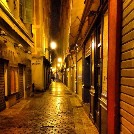 Vieille Ville (Ciudad vieja): Altstadtgasse bei Nacht