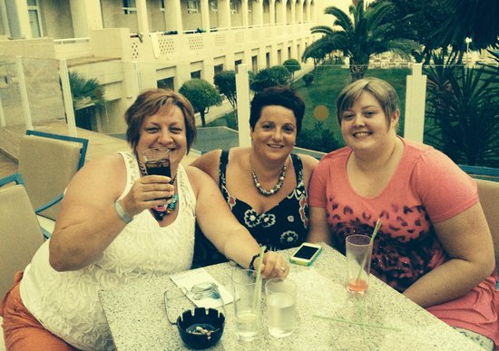 ClubHotel Riu Costa del Sol : Terrace outside bar for pre dinner drinks