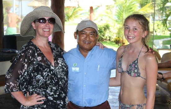 Azul Beach Hotel : Mateo the best waiter in Azul Beach great guy loads of fun!!!!!